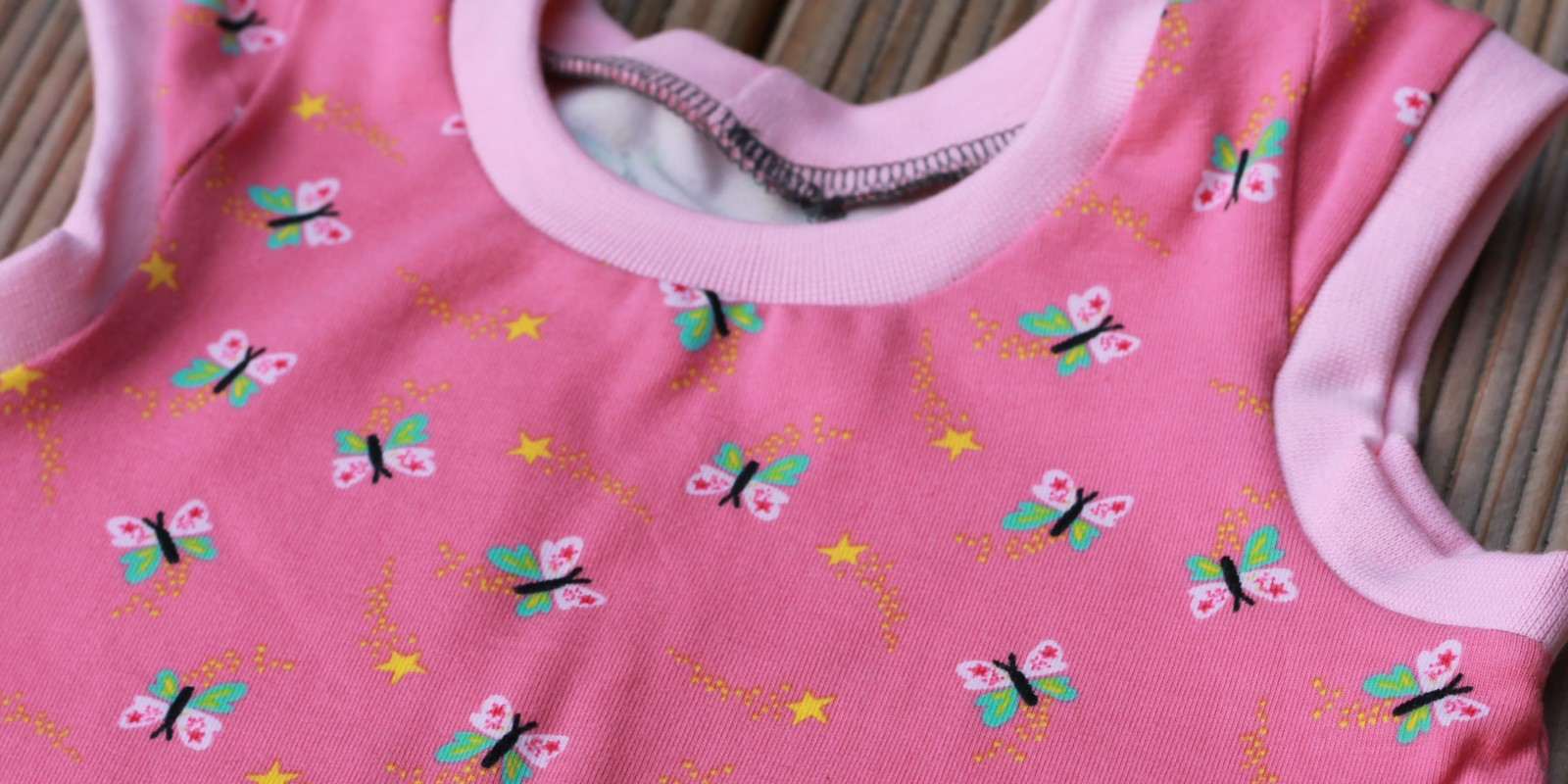 Kleidchen für ein kleines Mädchen…..